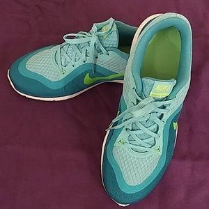 Nike Women's Flex Training Sneaker, Teal, Size 8